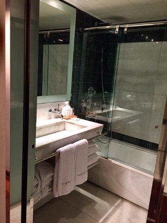 Hotel Urban : bathroom, junior suite duplex 535