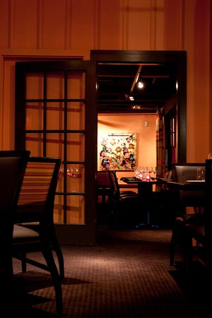 333 Belrose Bar and Grill: Pear Room