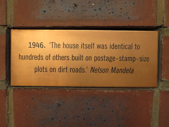 Mandela House: Plaque in the courtyard