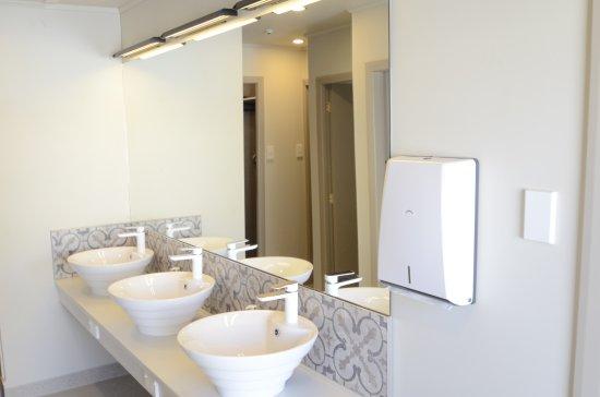 Bridge Backpackers  Communal Bathroom. Communal Bathroom   Picture of Bridge Backpackers  Nelson
