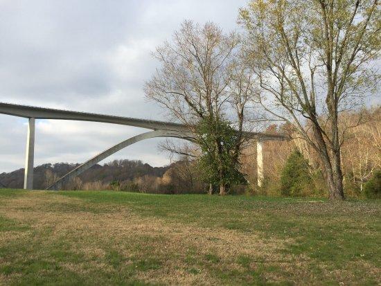 แฟรงกลิน, เทนเนสซี: Natchez Trace Parkway Bridge