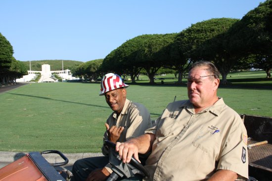National Memorial Cemetery of the Pacific: Friendly staff at the cemetery.
