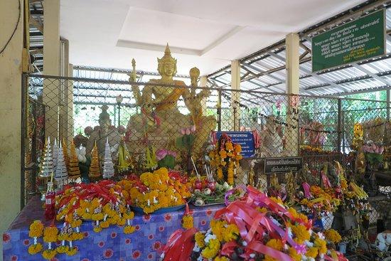 Ubon Ratchathani, Thailandia: สามารถกราบสักการะขอพร ได้ทุกๆด้าน และขอในเรื่องที่แตกต่างกันครับ