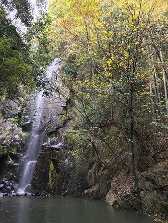 Округ Декин, Китай: The waterfall
