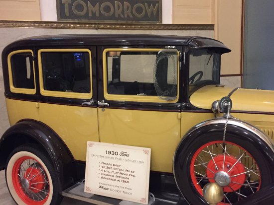 Drury Plaza Hotel San Antonio Riverwalk: 1930s car is in lobby that ties into the 1930s banking decor