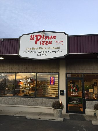 Tomah, WI: Though this pizza place was recommended it was not a place I'd make a habit of frequenting!