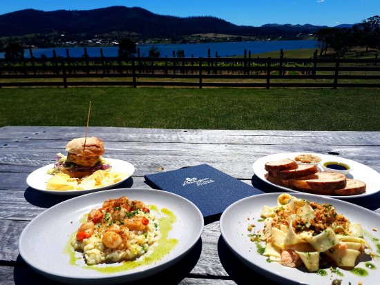 Dunalley, Australien: Kids chicken burger, scallop rissotto & salmon pasta