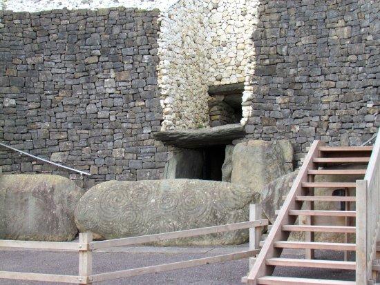 Donore, Ireland: Bru na Boinne - Newgrange burial monument