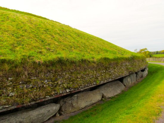 Donore, Irland: Newgrange burial monument