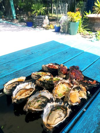 Coles Bay, ออสเตรเลีย: Trio of cooked oysters