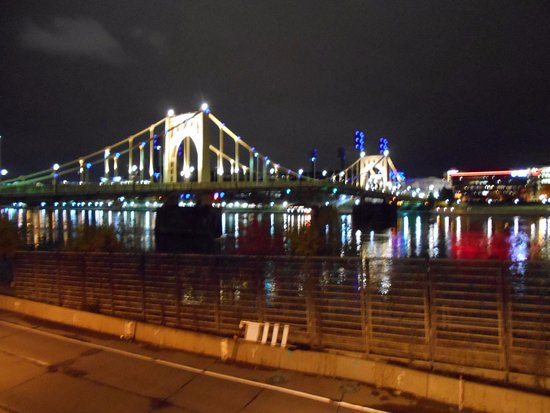 Roberto Clemente Bridge (Sixth Street Bridge) : ライトアップされた橋