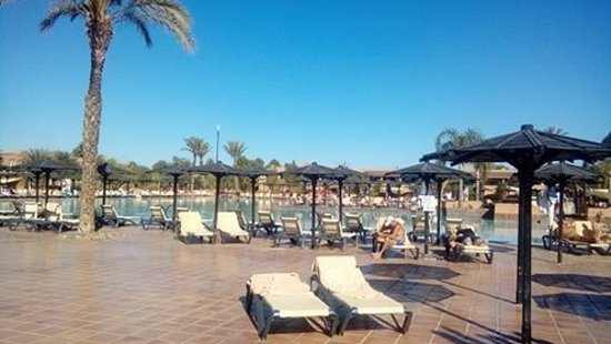 ClubHotel Riu Tikida Palmeraie: Sunbeds that your bottom falls in to and touches the ground