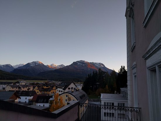 Samedan, Suiza: View from balcony