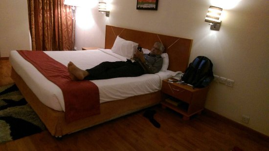 Landmark Hotel Baniyas: Large bed