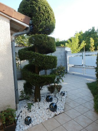 Decines-Charpieu, Frankrike: BIENVENUE FAMILLE AFFAIRES TOURISME