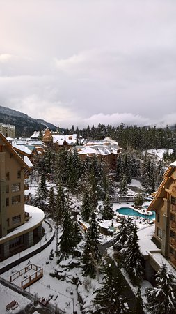 Four Seasons Resort and Residences Whistler: Hotel grounds