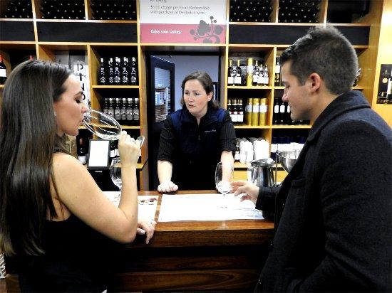 Healesville, أستراليا: Wine Tasting At Debortoli Cellar Door