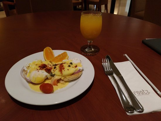 Guam Plaza Resort & Spa: Egg Benedict