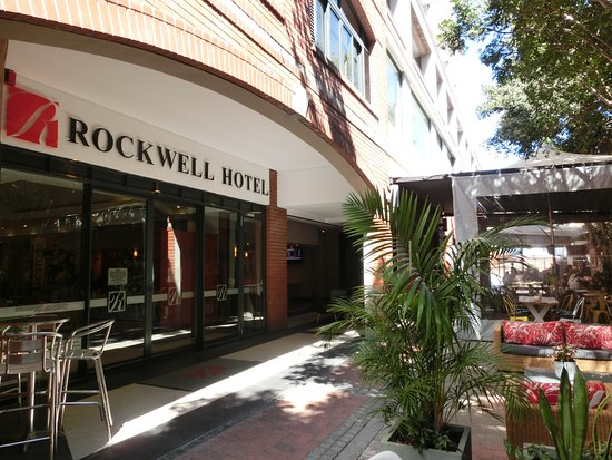 Rockwell All Suite Hotel: ホテル裏側