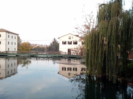 Quinto di Treviso, Italie : Passerelle lungo il fiume Sile