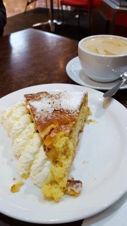 Modbury, Австралия: Ant and Elephant Tea Tree Plaza Oranhe and Rhubarb Cake