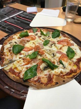 imagen Pizza Negra - Baltasar Gracián en Zaragoza