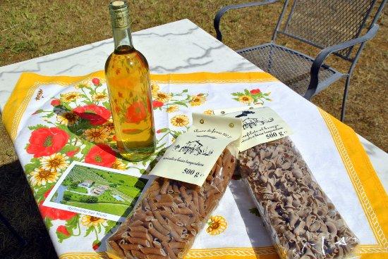 Montecastelli Pisano, Italie : Consigliamo a tutti i buonissimi prodotti dell'agriturismo!!