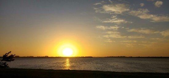 Moreno, Argentina: Puesta del sol sobre el lago.