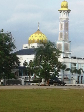 A big new mosque in Kg. Melayu Kluang. It also used as Homestay.