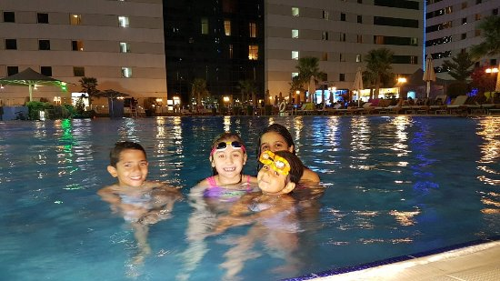Ezdan Hotel: 20171012_192457_large.jpg
