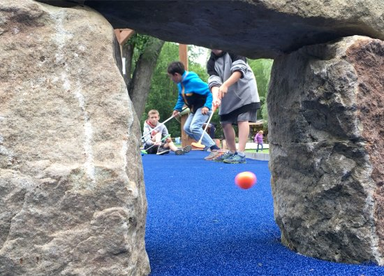 เพิร์ท, แคนาดา: Perth Outfitters Mini Golf, hole number one.