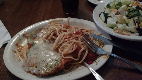 Fogelsville, Πενσυλβάνια: Chicken Parm with pasta - Just perfect