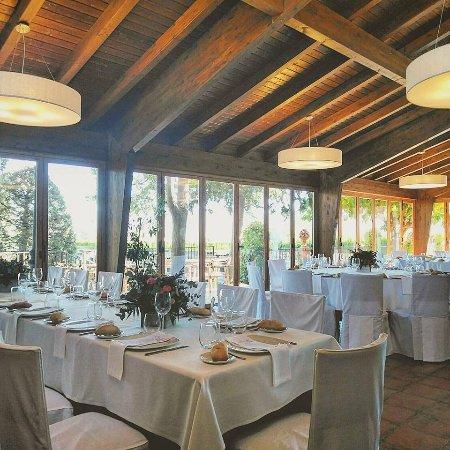 Salón diáfano con vistas al jardín - Picture of Restaurante ...