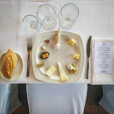 Castalla, España: Cata de quesos artesanos del mundo