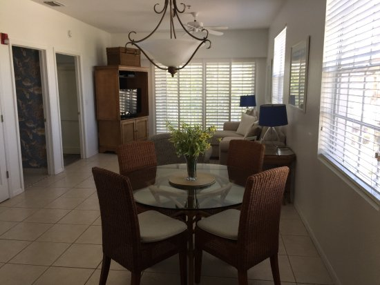 Olde Marco Island Inn and Suites: We paid 50$ cleaning fee for one night-living room was dirty. The table lamps on both sides of t