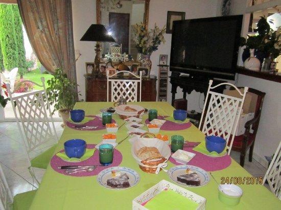 Pertuis, France: petit déjeuner