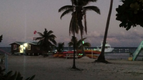 Turneffe Island, Belize: Dive shop/beach area