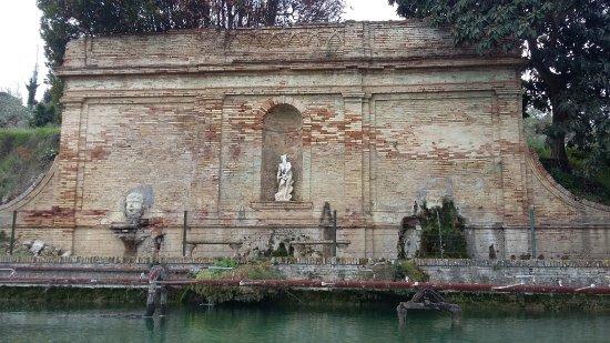 Fontana La Peschiera