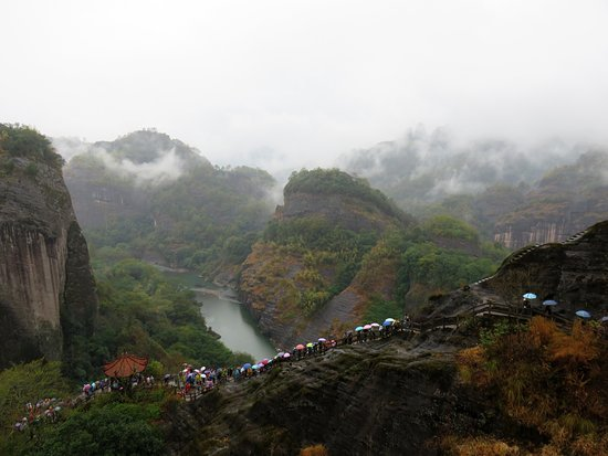 Wuyi Mountain Scenic Resort : Become crowded during weekends