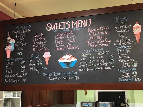 Lake Forest, IL: The overhead ice cream menu at the back of the store