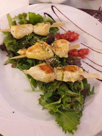 Meze, Frankrike: Brochettes de poulet sésame et pesto