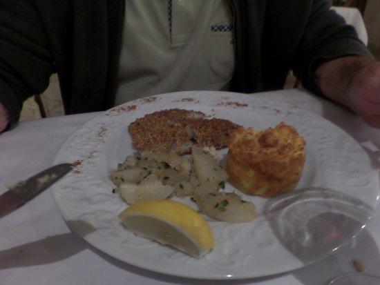Le Pigeonnier du Perron: poisson navet et timbale de pommes de terre