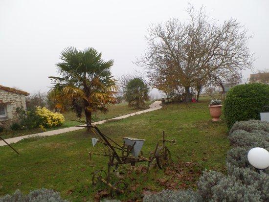 Le Pigeonnier du Perron: jardin