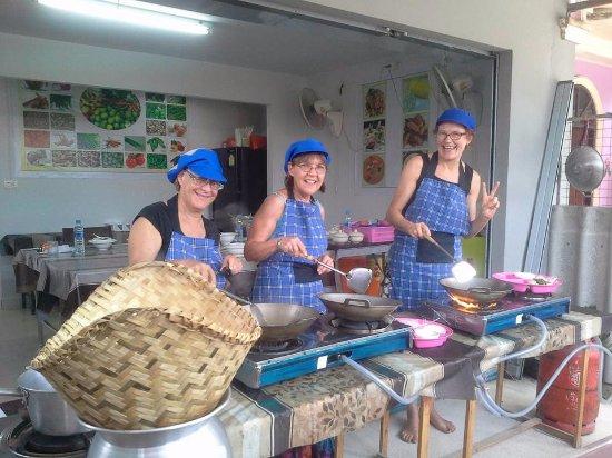 ราไวย์, ไทย: Learn to cook authentic thai food