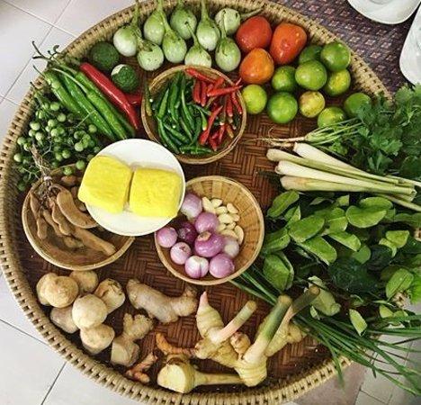 ราไวย์, ไทย: fresh thai herbs