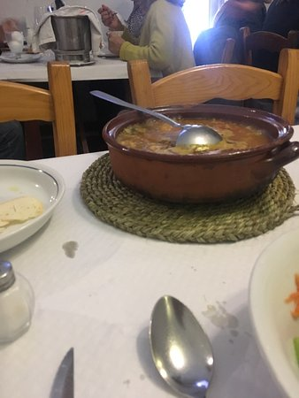 Mercadal, Spanyol: Buen sitio para comer de cuchara raciones generosas, cuidad con la cantidad