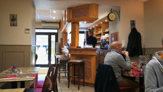 Nontron, France: Le bar