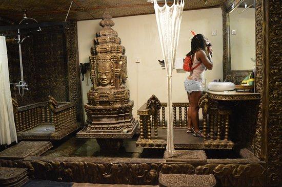 Hotel de Ville Siem Reap Boutique: Shower Area left face basin right