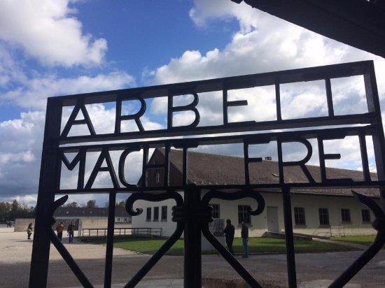 Dachau, Tyskland: O famoso portão de entrada