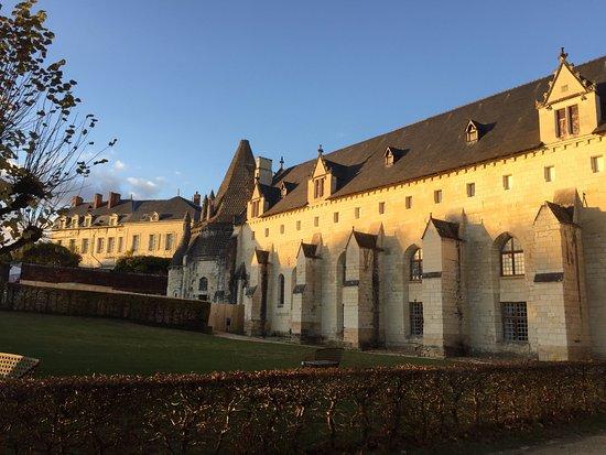 Fontevraud-l'Abbaye, Frankrike: Photo bien connue mais avec le soleil de Novembre .